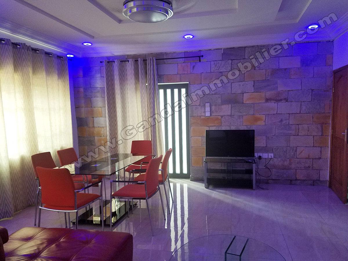 location appartement meubl 02 chambres et salon cotonou ganda immobilier et construction. Black Bedroom Furniture Sets. Home Design Ideas