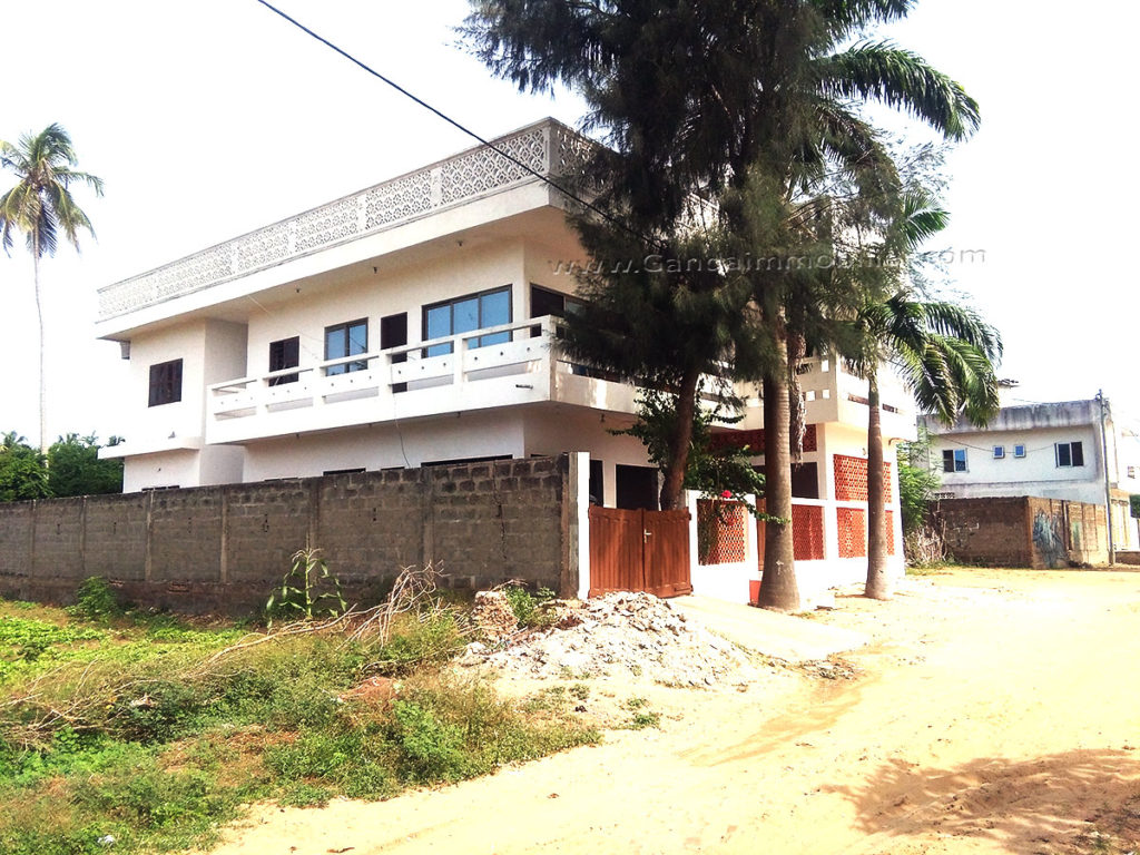 Maison à vendre à fidjrossè plage, route des pêches cotonou