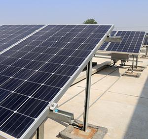 Installation de panneau solaire au Bénin, alimentation à l'énergie solaire.