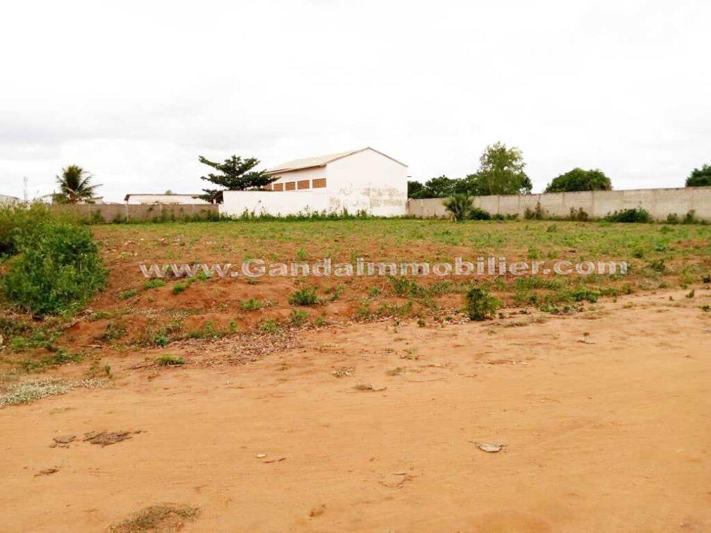 Terrain à Akassato zone Air Afrique en bordure de voie