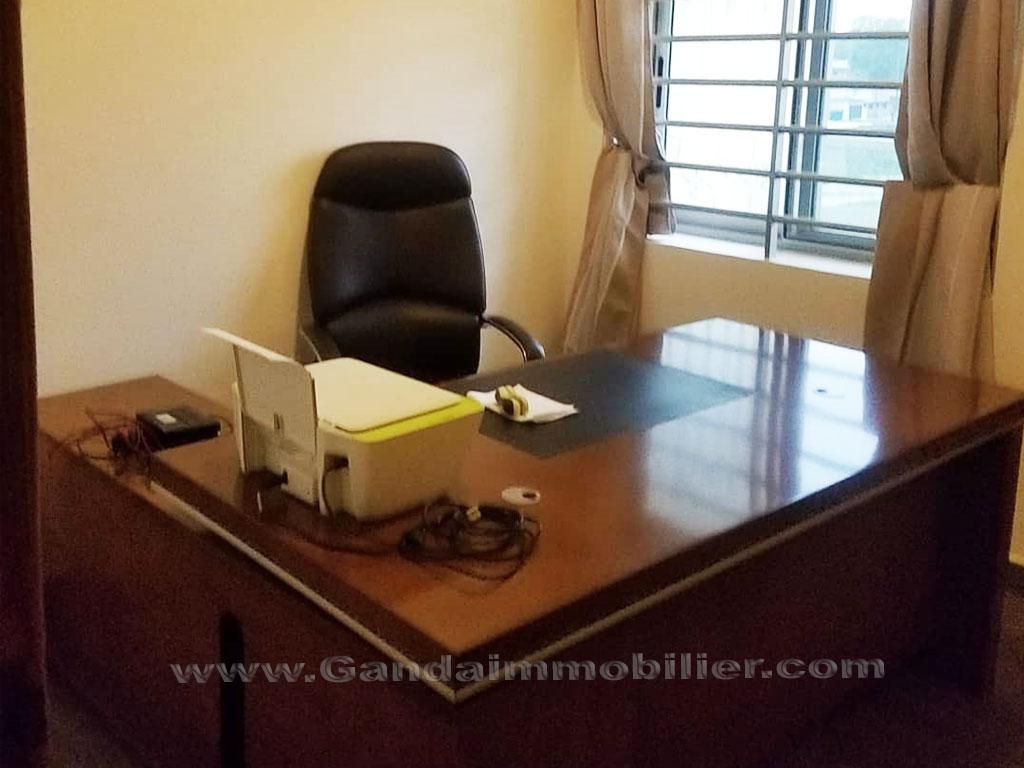Bureau personnel dans une villa meublée à Cadjehoun