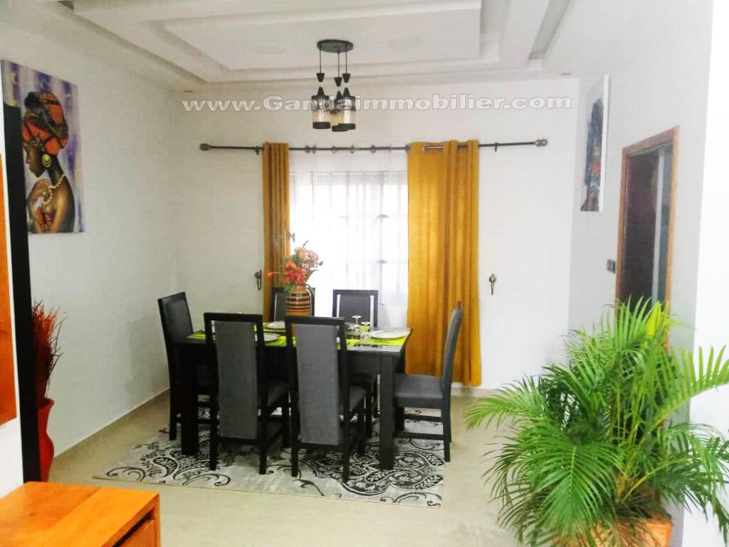 Salmle à manger appartement meublé à Cotonou