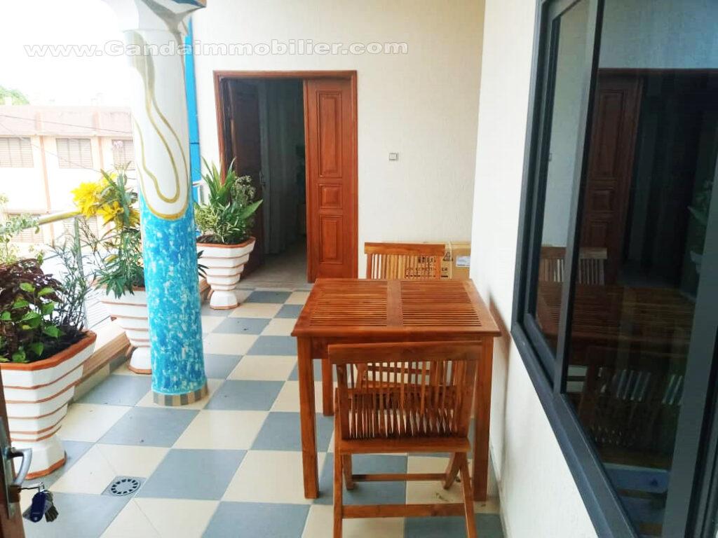 Terrasse appartement meublé à Fidjrossè