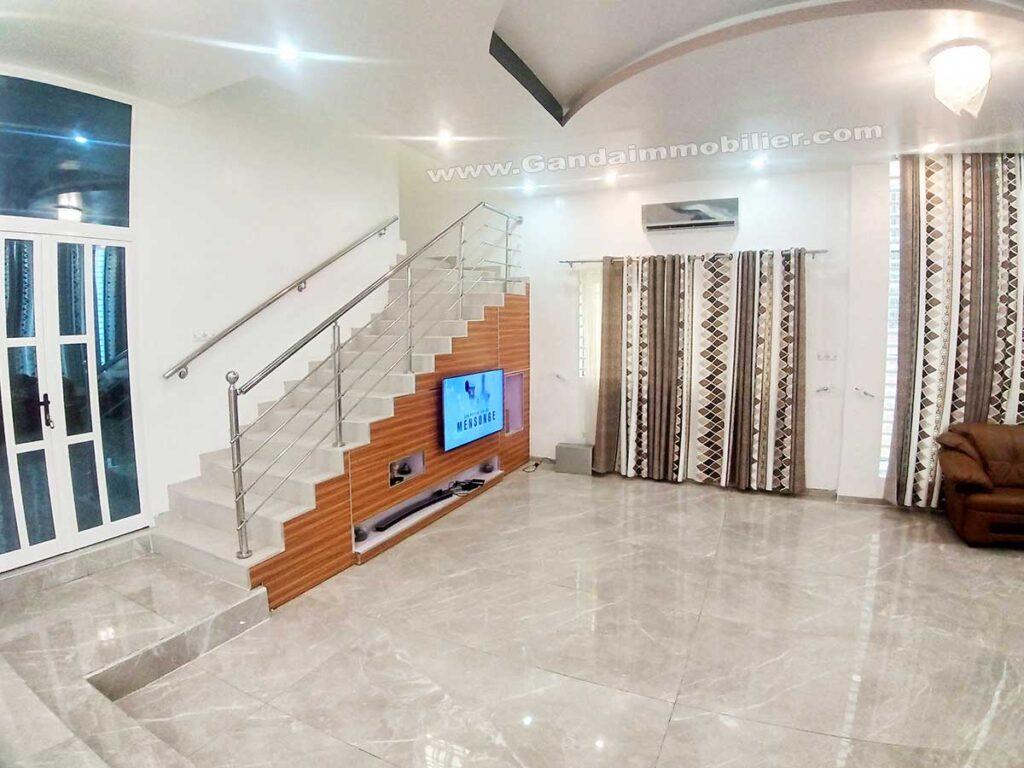 Moderne et lumineuse villa meublée à Cotonou akpakpa