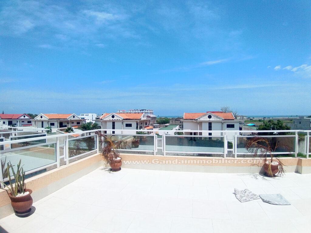 Roof top avec belle vue sur l'océan