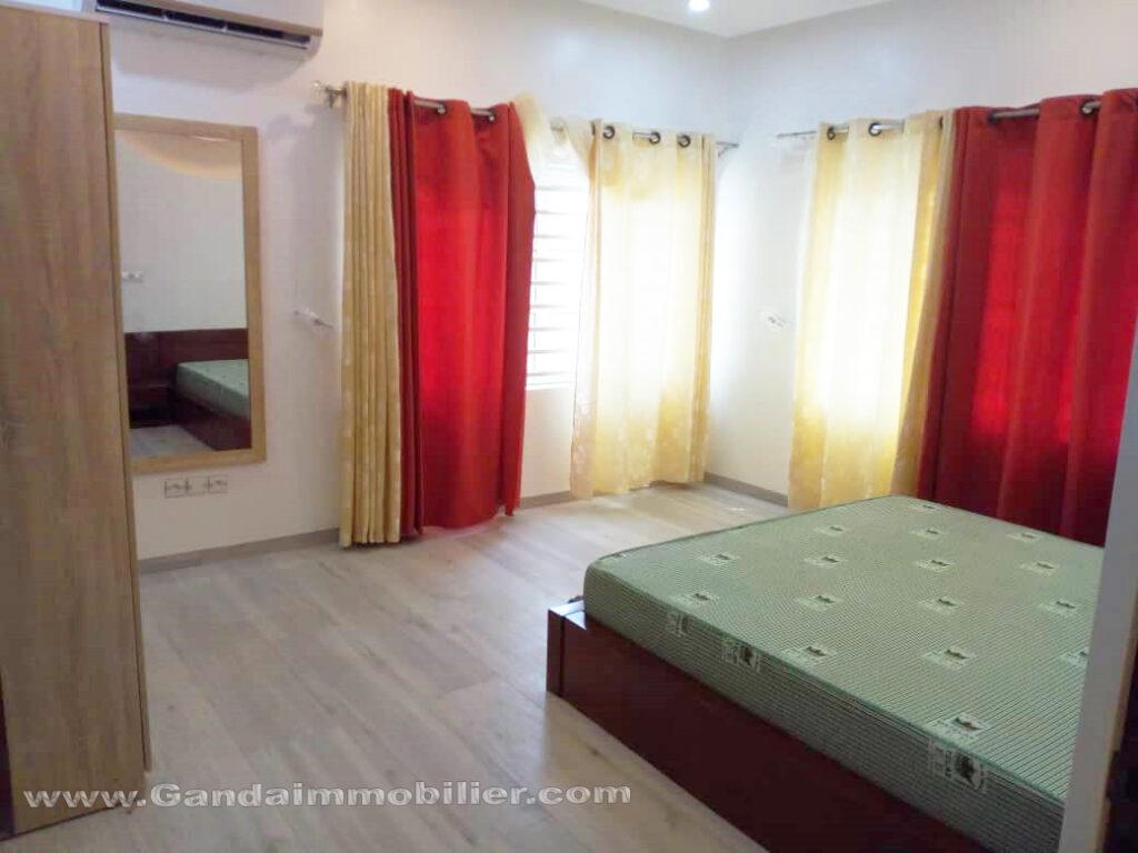 Chambre spacieuse et lumineuse à la CENSAD Cotonou