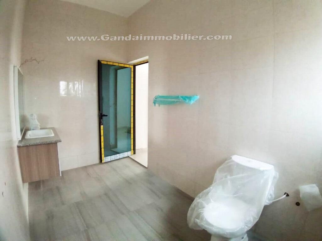 Salle d'eau lumineuse, villa à vendre