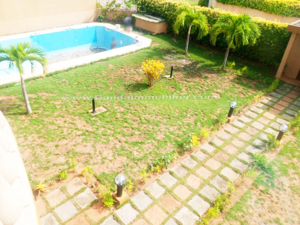 Jardin avec piscine, villa à boulevard de la marina Cotonou