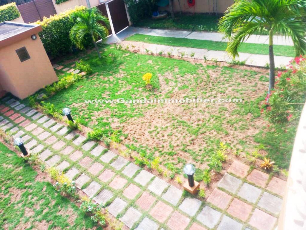 Vue de la cour, villa à louer zone boulevard de la marina cotonou