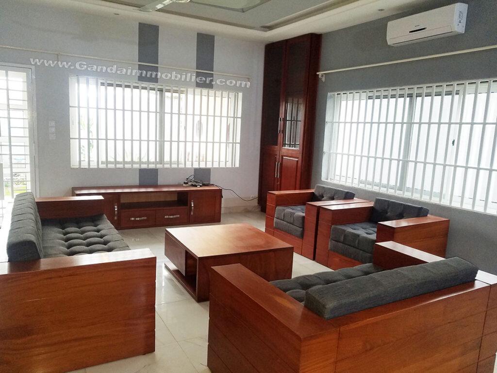 Grand salon meublé luxueux à Cotonou