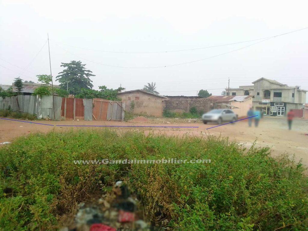 Parcelle en vente dituée en angle de rue à Porto Novo