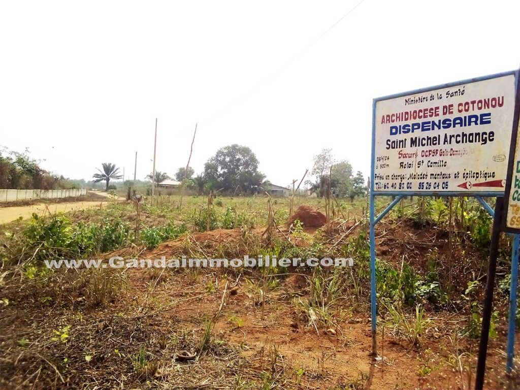 Vente de terrains à Glo djigbé non loin du goudron