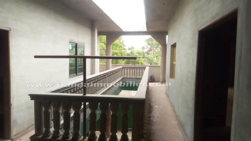 maison locative à étage en vente à calavi zone SOS village d'enfants