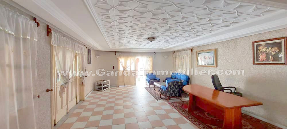 Grand salon de Guest house à vendre à la zone des ambassades de Cotonou