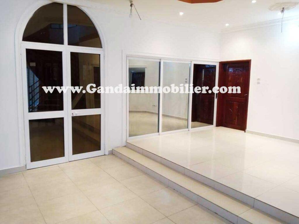 Villa à louer à Haie-vive cotonou