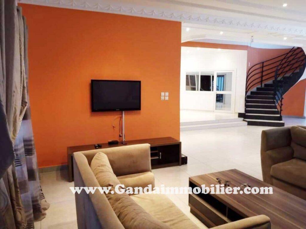 Villa avec piscine mise en location à Cotonou dans la Haie'vive